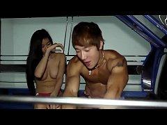xxxคลิปฉาวข่าวดัง หนุ่มเกาหลีเย็ดหีสาวไทยบนรถสองแถวที่พัทยา สวยหุ่นเอ็กโหนรถเย็ดมัน
