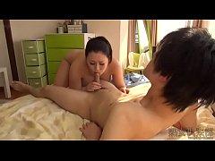 japanese family porn  แม่เลี้ยงสาว ขี้เงี่ยน ขี้เย็ด เล่นเย็ดควยลุกชายสุดแซ่บ อมควยให้ ขย่มควยเย็ดสุดมัน