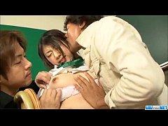 หนังav japan  สองหนุ่มสุดหื่น รุมเย้ดหีสาวนักเรียน นมใหญ่ๆ หีอูมๆ โดนควยใหญ่แทงหีแบบจัดหนักจัดเต็ม